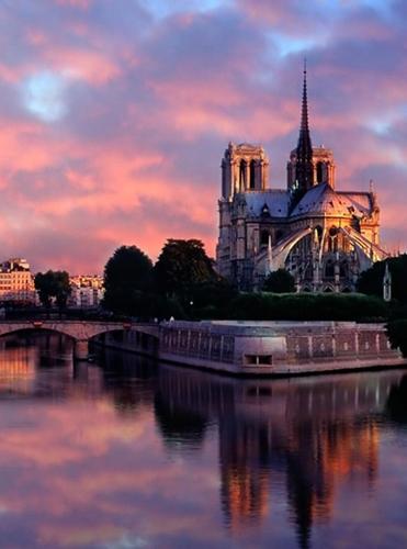 Notre-Dame-de-Paris,-Francia viaje opera