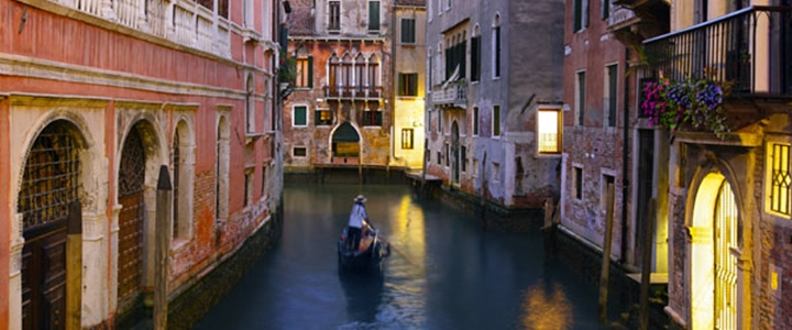 venecia gondola en canales viajes opera